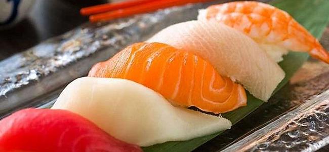 Cibi da evitare durante la gravidanza pesce crudo