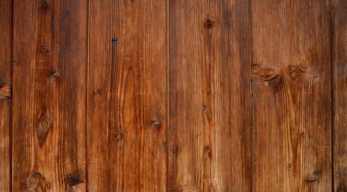 Eliminare le macchie dal legno